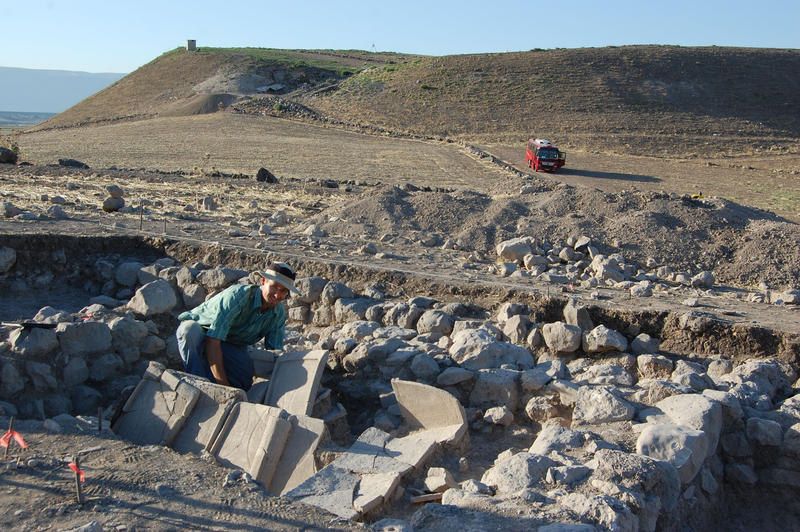 Tell Qarqur Archaeological Fieldwork Opportunities Bulletin Tell Qarqur