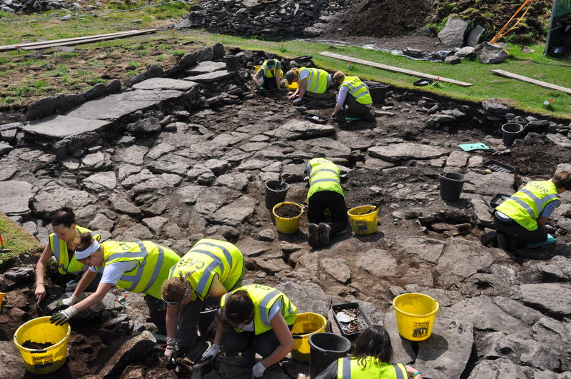 archaeology fieldwork School of archaeology, classics and egyptology hartley building university of liverpool l60 3gs this report is also available to download from www heacademyacuk/hca/archaeology/fieldwork isbn: 978-0-9561233-0-5 email: archaeologyheacademy@liverpoolacuk web: wwwheacademyacuk/hca/ archaeology.