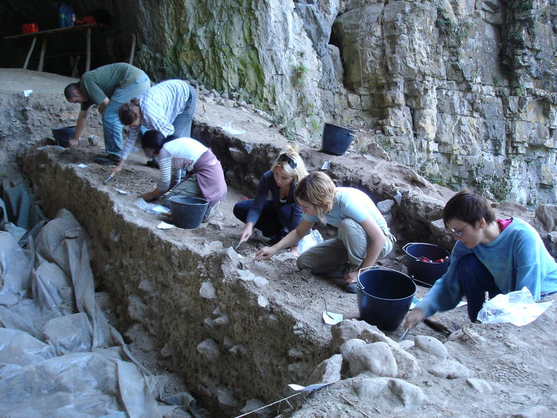 archaeology fieldwork Archaeological field methods by michael pante the field of archaeology, which was once a hobby for upper class men in the 19th century, has been evolving ever since.