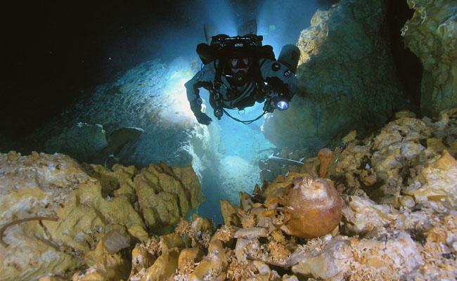 Το σπήλαιο Hoyo Negro εικάζεται ότι φιλοξενεί οστά από τους αρχαιότερους πληθυσμούς της Αμερικανικής ηπείρου