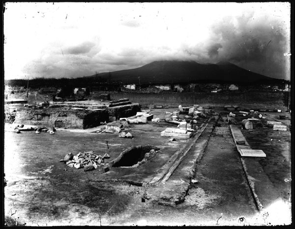 View of the temple and sanctuary of Venus in 1900 after Mau's excavations (with Mount Vesuvius in the background)
